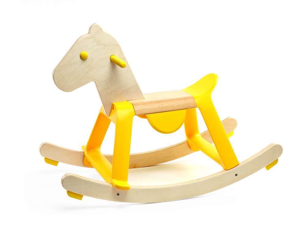 לשחק בגדול - סוס עץ צהוב